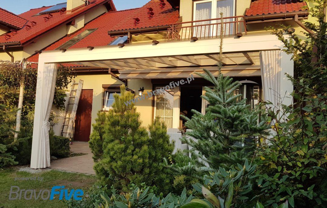 pergola tarasowa - nowoczesne zadaszenie - zadaszenie tarasu z poliwęglanu litego - zadaszenie tarasu - zadaszenie tarasu z drewna - zadaszenie tarasu do samodzielnego montażu - nowoczesna wiata garażowa