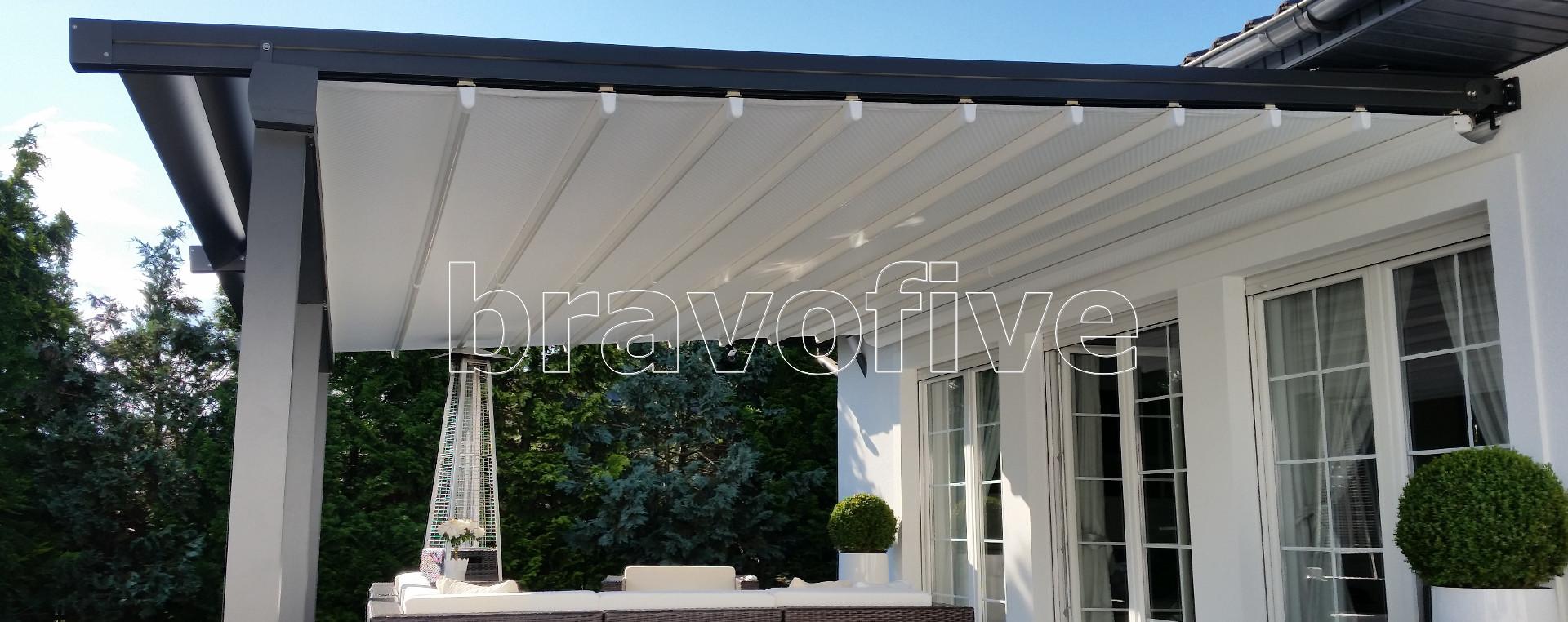 nowoczesne zadaszenie tarasu z otwieranym dachem-nowoczesna pergola aluminiowa